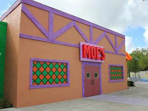 """A """"Moe's Tavern"""" não podia deixar de marcar presença no parque, e até mesmo Barney está lá dentro Fotos: Ricky Brigante/Flickr"""