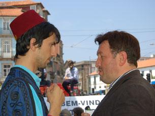 O 5.º Festival da Tulipa e do Cravo uniu portugueses e turcos, na Praça de Gomes Teixeira Foto: Sandra Gomes