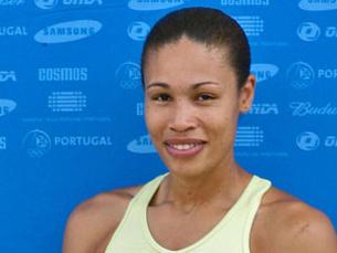 o primeiro título mundial em pista coberta para Naide Gomes, no salto em comprimento. Foto: DR