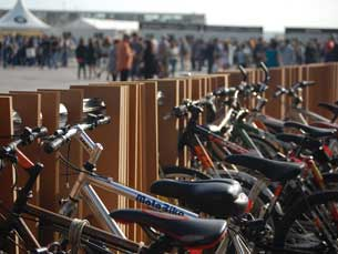 No segundo dia foram 100 os festivaleiros que optaram pela bicicleta como meio de transporte Foto: Ana Maria Henriques