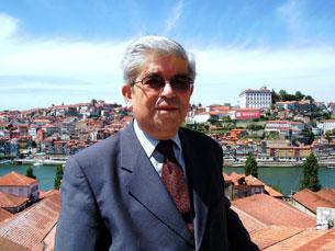 O padre Jardim, de uma das paróquias mais pobres do Porto, e convive de perto com a realidade dos portuenses mais necessitados Foto: DR