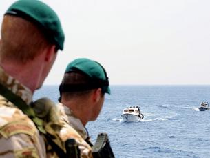 """Os ministros da Defesa europeus querem dilatar o prazo da operação """"Atalanta"""" para além de 2010 Foto: Joint Command Lisbon /  Flickr"""