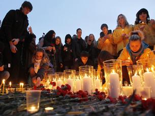 Dezenas de pessoas recordam as 40 pessoas que perderam a vida no atentado de Março Foto: Plasmastik /  Flickr