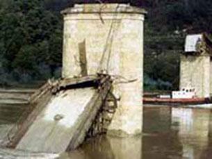 A grande cobertura mediática marcou a queda da ponte Foto: Arquivo JPN
