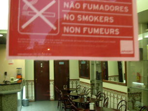 Nova lei está a ser recebida sem problemas nos cafés do centro do Porto Foto: Pedro Rios