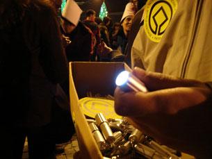 Venda de lanternas vai pagar parte das despesas das comemorações Fotos: Pedro RiosVídeo: Sara Santos Silva