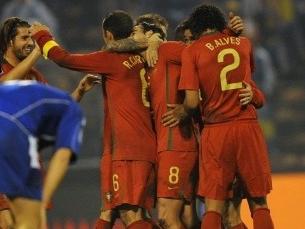 Portugal celebrou a qualificação na Bósnia Foto: FIFA