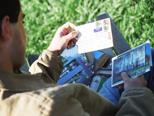 Os postais chegam de todo o mundo e com os mais variados motivos. Foto: Paulo Magalhães