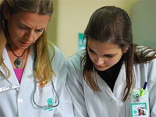 Falta de prática durante os cursos é uma das principais críticas feitas futuros médicos Foto: JPR