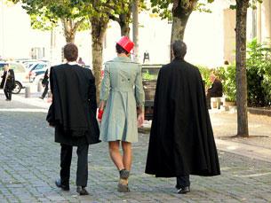 Existem vários estudantes que vestem traje, mesmo não se identificando com os valores praxísticos Foto: Renata F. Oliveira/Flickr