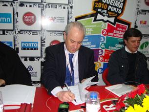 Rui Rio foi até ao Queimódromo garantir a permanência da Queima no espaço por mais quatro anos Foto: Ana Mendes