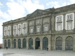 A Praça Gomes Teixeira vai ser palco de um espectáculo esta sexta