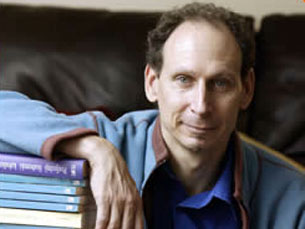 Escrevo para criar o melhor romance possível naquele momento, diz Zimler Foto: DR