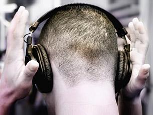 Uso de auriculares com volume elevado pode provocar lesões auditivas permanentes Foto: SXC