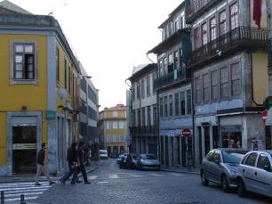 Os transportes já podem circular de forma normalizada na Rua das Oliveiras Foto: DR