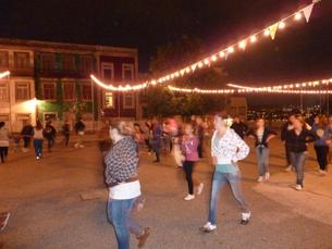 Antes da noite das decisões, os participantes ensaiam as coreografias e as músicas Foto: Júlia Rocha