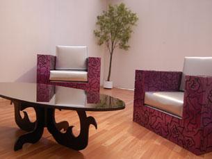 Os cristais e os acabamentos em altos brilhos são a imagem de marca dos móveis de luxo da Fertini Foto: Rosário Costa