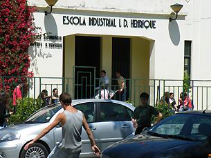 Alunos da secundária Infante D. Henrique esperam agora pelos resultados Foto: Joana Vasconcelos