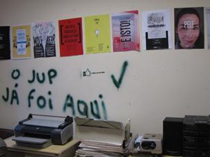 O risco de desabamento impede os colaboradores do JUP de se reunirem na sede do jornal Foto: José Pedro Ribeiro