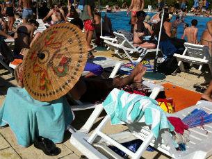 A piscina do Milhões de Festa, com o calor que se faz sentir, é o ex libris do festival Foto: Daniela Espírito Santo