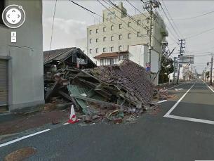 A cidade de Namie continua em destroços depois do sismo seguido do acidente nuclear Imagem: Google Street View