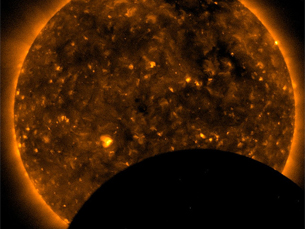 O primeiro eclipse solar de 2011 poderá ser visto em Portugal Foto: NASA's Marshall Space Flight Center