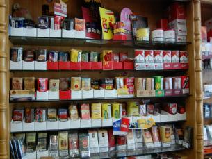 As máquinas de tubos são cada vez mais frequentes entre os consumidores de tabaco de enrolar Foto: Paulo Camões