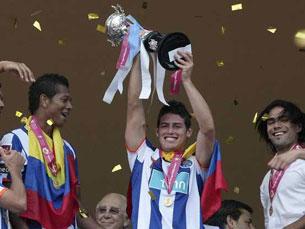 """James Rodríguez fez três golos e """"deu"""" o quarto troféu da época ao FC Porto Foto: Record"""