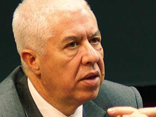 """Ministro das Finanças, Teixeira dos Santos, defende que é necessário """"prosseguir sem hesitações"""" Foto: Ricardo Fortunato / Arquivo JPN"""