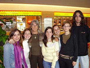 Teresa Olazabal e a sua equipa de voluntários Foto: Maria Helena Peixoto