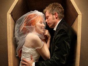 Foi com esta fotografia que Joshua Hoffine anunciou o seu próprio casamento Foto: DR