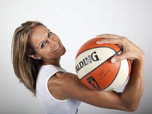 Ticha Penicheiro é o ícone do basquetebol feminino português, que brilhou em solo americano, e agora vê a sua carreira homenageada Foto: DR