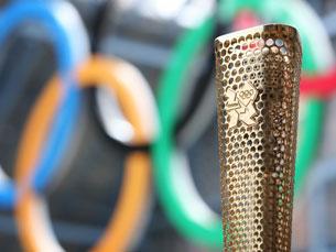 A tocha dos Jogos Olímpicos de Londres tem oito mil furos, em homenagem às pessoas que a transportam Foto: DR