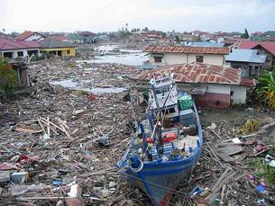 Em Dezembro de 2004, um sismo seguido de tsunami matou mais de 165 mil pessoas na Indonésia. Foto: Radio Nederland Wereldomroep /  Flickr