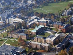 Estudantes questionam o facto de a universidade não ter sido evacuada na sequência do primeiro ataque Foto: Michael Kiernan/DR