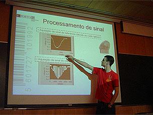 A forma como funciona o sistema de código de barras foi explicada por um dos grupos Foto: Pedro Rios