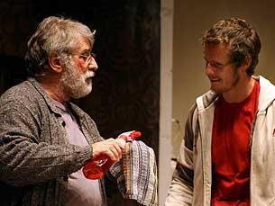 Elenco tem apenas dois actores: Norberto Barroca e Ricardo Trepa Foto: DR