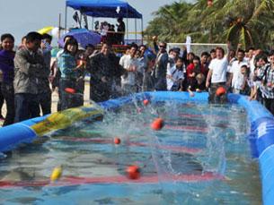 A modalidade tem a particularidade de ser jogada com uma bola que flutua e faz ricochete na água Foto: DR