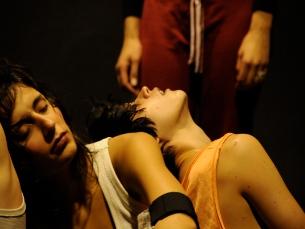 """O conceito de """"camas quentes"""" é o tema central da peça """"Wake Up"""" Foto: DR"""