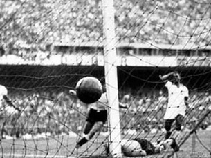 Os brasileiros nem queriam acreditar quando Ghiggia fez o 2