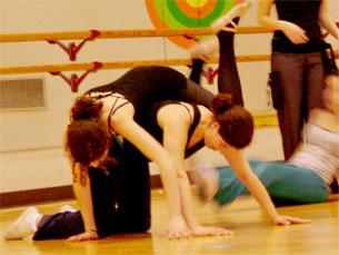 O bailarinos testam, diariamente, os seus limites físicos Foto: Arquivo JPN