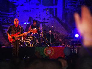 No Queimódromo, a festa da noite foi feita em português, com as atuações de duas bandas bem conhecidas e reconhecidas: Quinta do Bill e Xutos e Pontapés Foto: Maria Lima Vieira