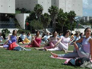 Yoga ajuda estudantes e profesores a relaxar Foto: Arquivo JPN