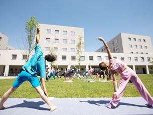 As aulas de yoga ensinam técnicas de relaxamento para os estudantes Foto: DR