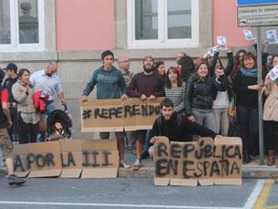 Perto de 50 jovens espanhóis, atualmente a morar no Porto, manifestaram