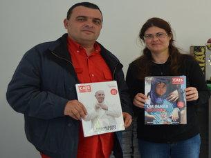 Marco e Conceição são dois dos 14 vendedoras da CAIS Porto Foto: Vanessa Silva