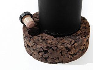 Edição de cortiça é ligeiramente maior que a de madeira uma vez que o material é mais frágil Foto: a caixa negra