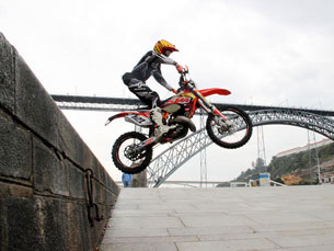 A Praça da Ribeira será o ponto de partida e chegada da prova de prólogo do Extreme XL Porto Foto: DR