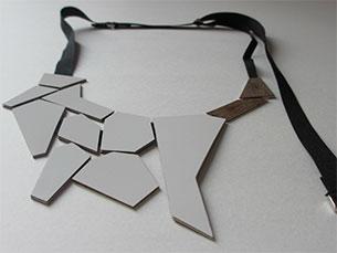 A ideia vencedora dos POPs são colares e brincos feitos em fórmica, um material utilizado para construção civil Foto: DR