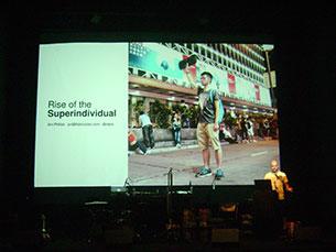"""No último dia do Futureplaces 2014, o tema em destaque foi a ascensão dos """"superindividuals"""", que contou com a contribuição de Jon Phillips Foto: JPN"""